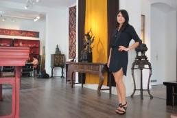 Anahita at her gallery Anahita – Arts of Asia in Charlottenburg, Berlin
