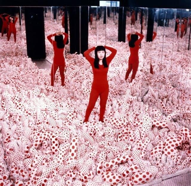 Yayoi Kusama, Infinity Mirror Room - Phalli's Field (Floor Show), 1965.