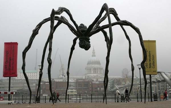 Louise Bourgeois, Maman (spider), 1999.