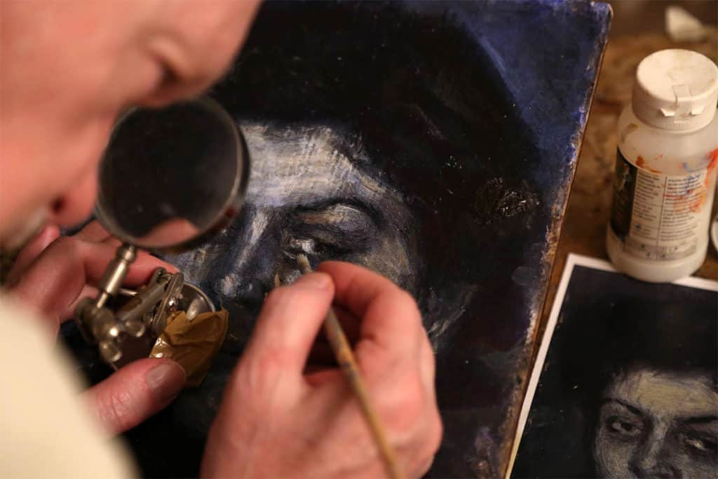The art forger Mark Landis working on a fake - screenshot from Art and  Craft