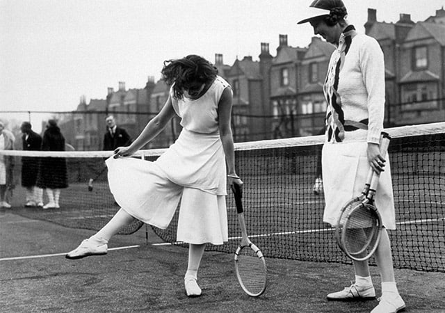 Tennis player Lilí Álvarez displays her skort in Highbury (1931)