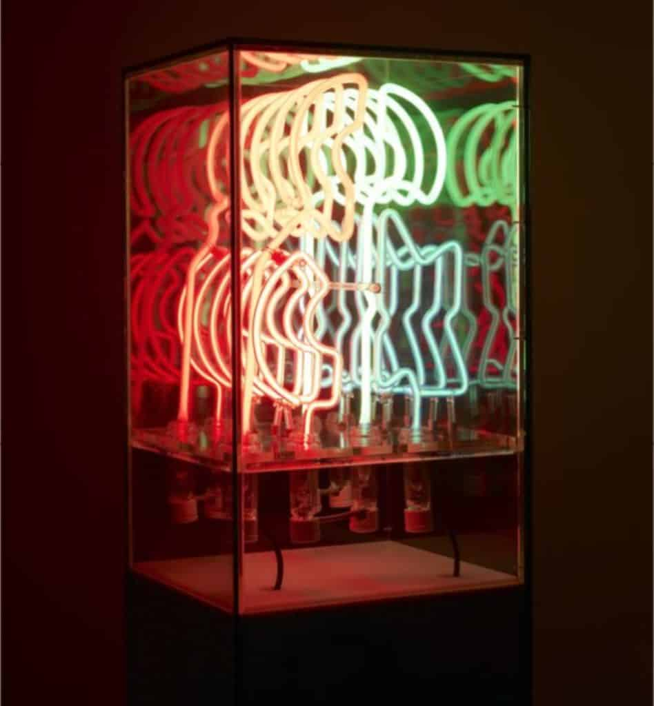 Chryssa - Ampersand III -1965. Neon tubing and plexiglass vitrine.