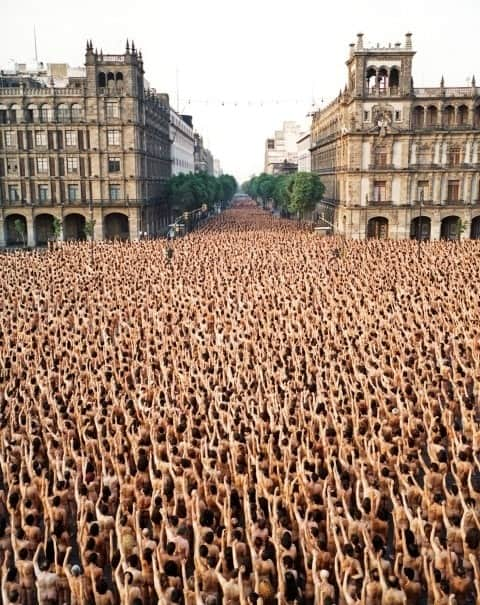 Mass nude photoshoot in Mexico City. Spencer Tunick, 2007.