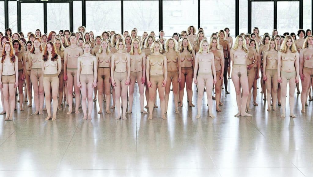A hundred topless women. Vanessa Beecroft - VB55.