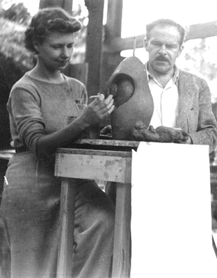 Archipenko teaching at his summer art school. Bearsville, New York, 1942.