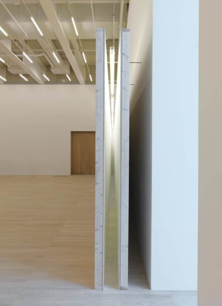 Bruce Nauman , Corridor with Mirror and White Lights, 1971
