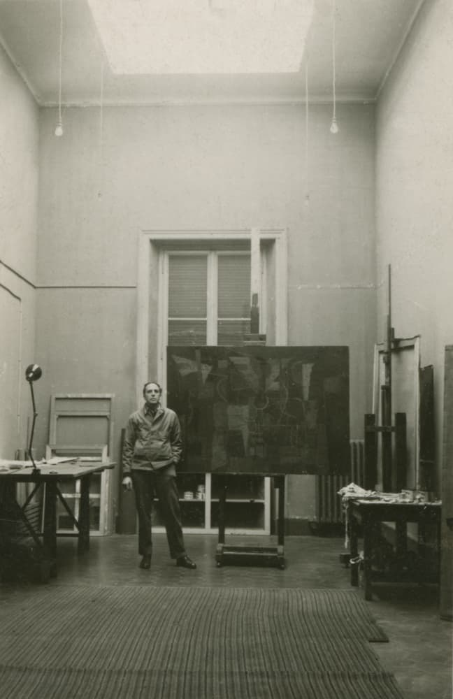 Guston in his studio at the American Academy in Rome in 1948 © Herman Cherry