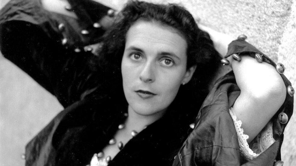Lee Miller, Leonora in Paris, 1939. © Lee Miller