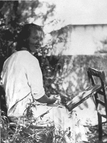 Charlotte Salomon painting in the garden of the Villa L'Ermitage, Villefranche-sur-Mer, about 1939.