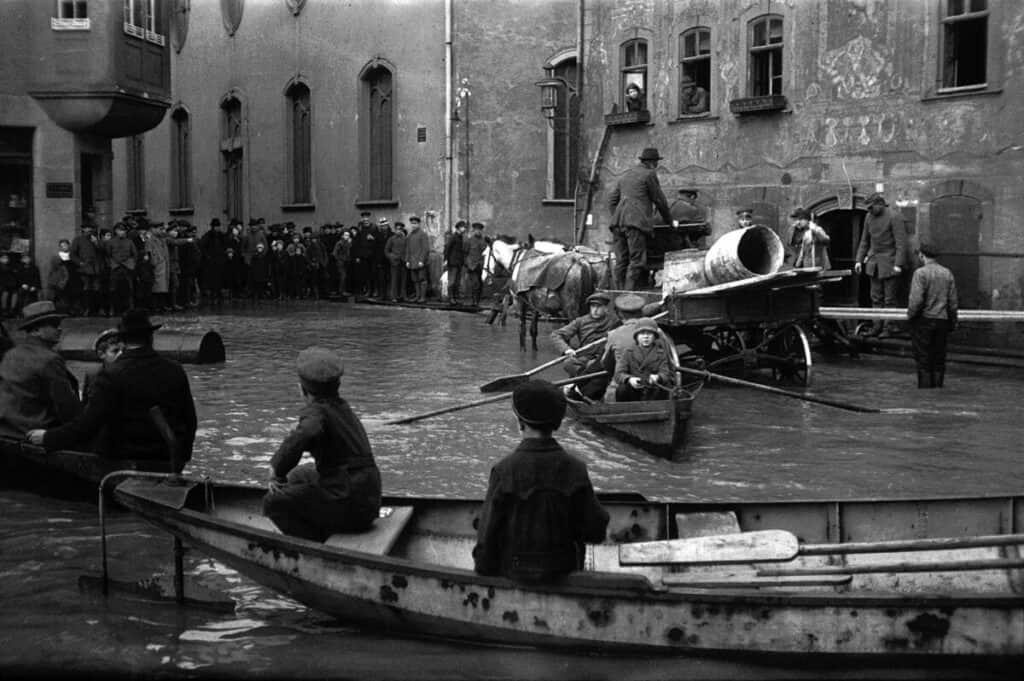 Flood in Wetzlar, Oskar Barnack, 1920. Leica