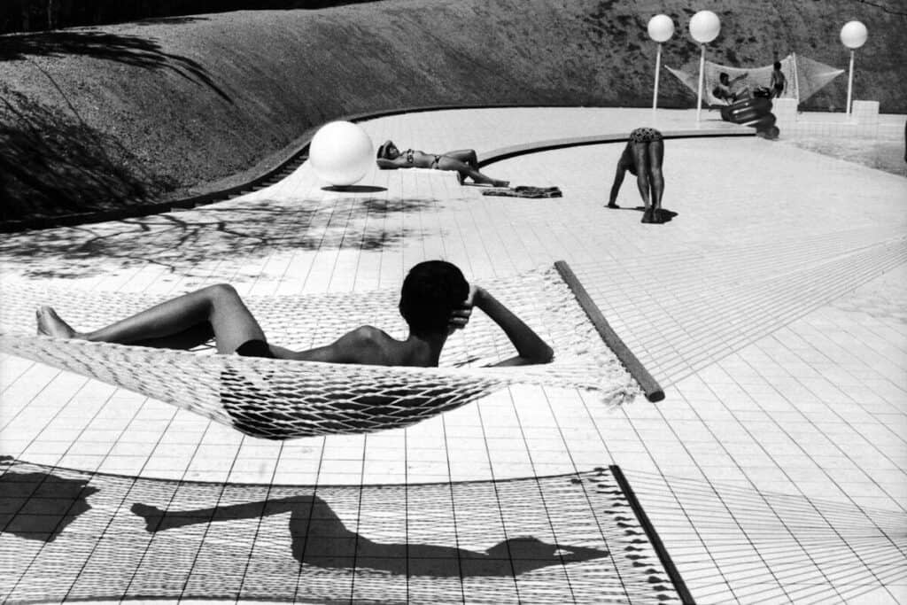 Swimming pool designed by Alain Capeilières, Martine Franck, 1976, taken by a Leica