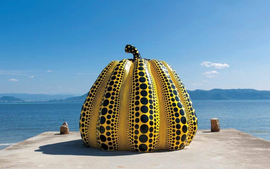 Yayoi Kusama, Yellow Pumpkin, 1994 © Naoshima Island, Seto Inland Sea, Japan