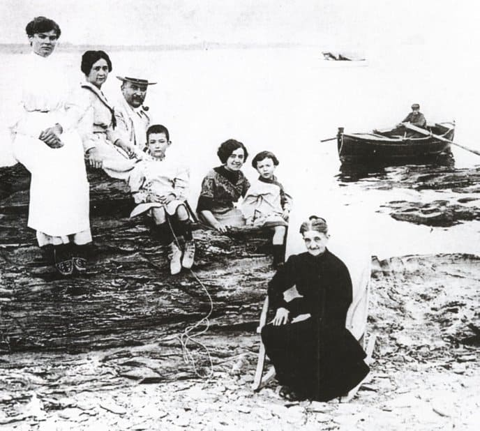 Dalí (child on the left center) and his family in 1910