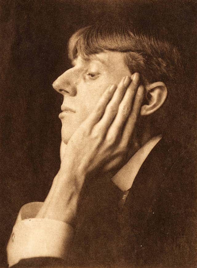 Aubrey Beardsley photographed by Frederick Evans, 1895. © Victoria and Albert Museum, London