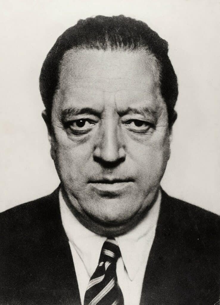 Portrait of Ludwig Mies van der Rohe, 1934. Image Credit: Hugo Erfurth, MKG Sammlung Online.