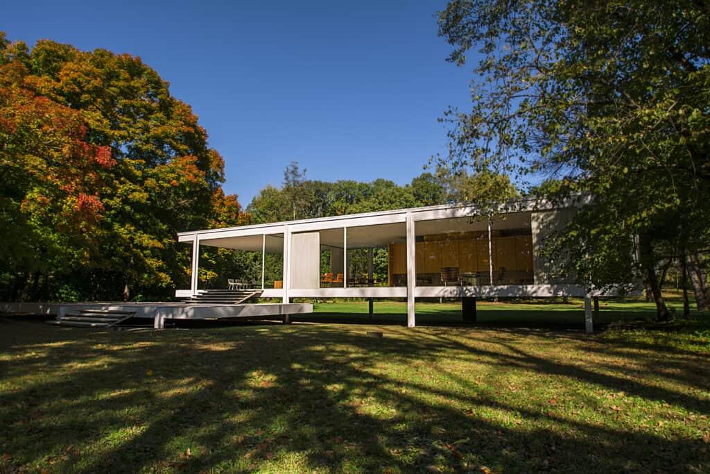 Ludwig Mies van der Rohe, Farnsworth House near Plano, Illinois, 1951. CC BY 4.0.